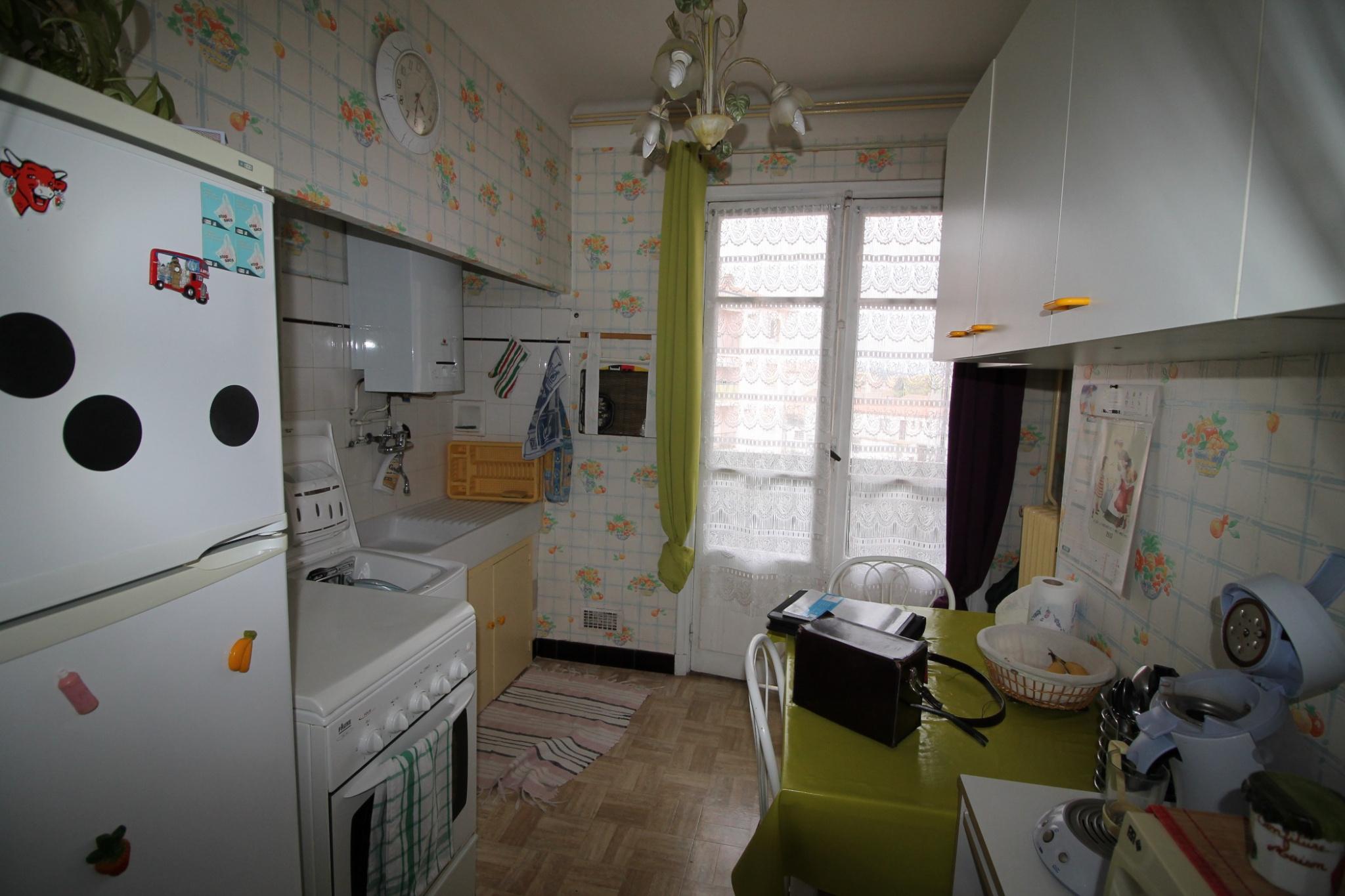 vente appartement lou type 4 dans r sidence agr able balcons et parking. Black Bedroom Furniture Sets. Home Design Ideas